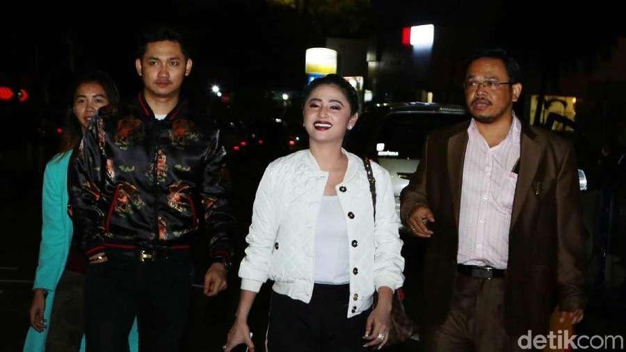Aksi Saling Lapor Antara Dewi Persik dan Petugas Trans Jakarta