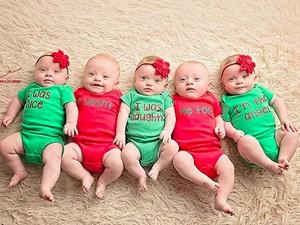 Gemas Banget Lihat Pose-Pose Bayi Kembar 5 Ini