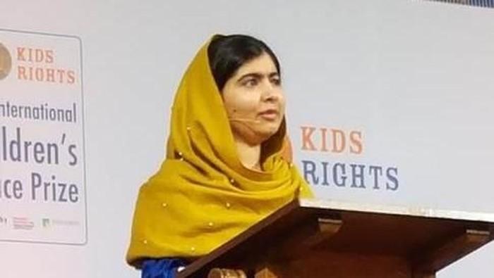 The International Children's Peace Prize 2017 dimenangkan oleh Mohamad Al Jounde, pengungsi asal Suriah di Libanon. Penghargaan ini diberikan Malala Yousafzai, pemenang Nobel Perdamaian tahun 2014 (Dok KBRI Den Haag)