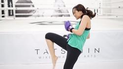Selain sebagai istri seorang ilusionis dan berkarier sebagai aktris, penyanyi, dan model. Sara Wijayanto juga rajin melakukan olahraga. Yuk intip!