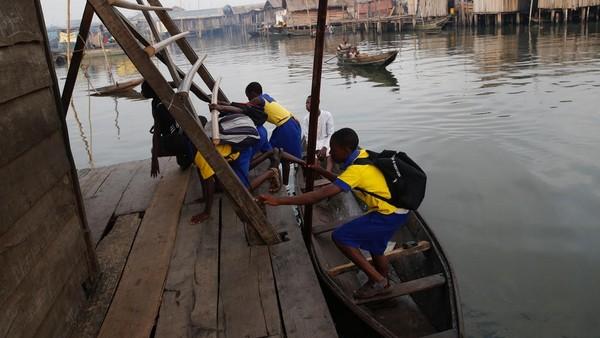 Pembangunan sekolah dilakukan selama 3 tahun. Sekolah ini merupakan perbaikan dari sekolah lama mereka yang telah rusak. (Akintunde Akinleye/Reuters)