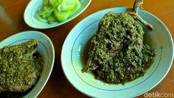 Yuk, Makan Itiak Lado Mudo yang Sedap di Resto Minang Ini !