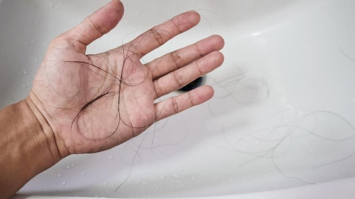 Close-up a man hand with loss hair, after taking shower, on lavatory, concepts of hair diffused
