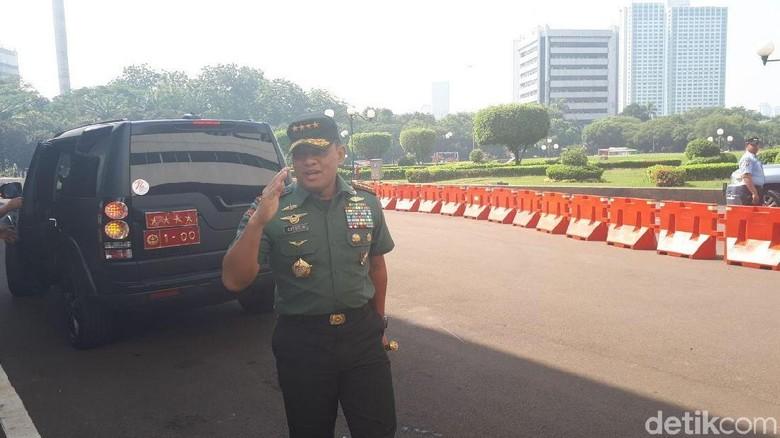 Komando! Senyum Marsekal Hadi-Jenderal Gatot Jelang Uji Calon Panglima