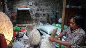 Warga Jepara Ini Manfaatkan Limbah kerang Jadi Hiasan Rumah