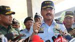 Foto: Momen Jenderal Gatot Antar Marsekal Hadi Ujian Panglima TNI