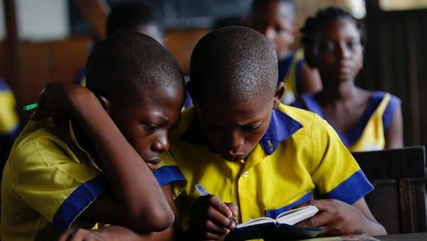 Bangunan ini mampu menampung 100 murid di dalamnya. Sampai saat ini, sudah ada 47 anak yang mendaftar sebagai murid. (Akintunde Akinleye/Reuters)
