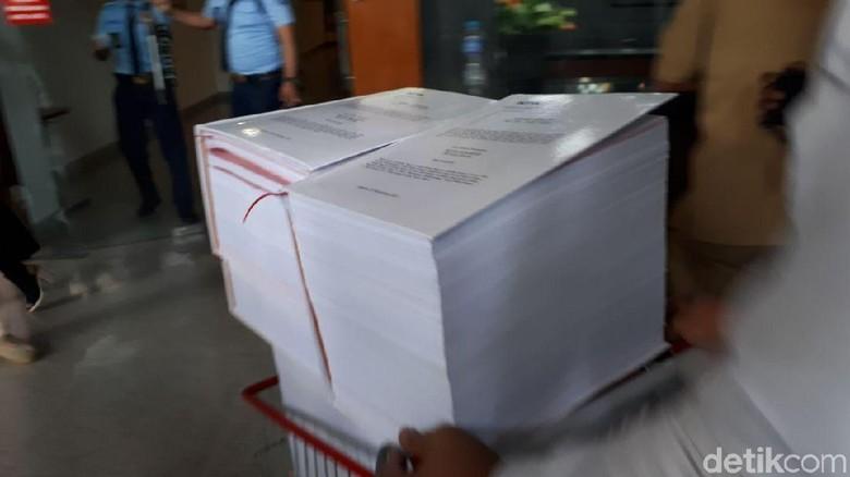 Pakai Troli, Berkas Perkara Novanto Dilimpahkan ke Pengadilan