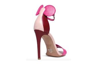 Sepatu High Heels Minnie Mouse Ini sedang Tren di Instagram