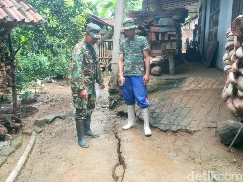 Retakan Tanah Ancam Puluhan Rumah Tiga Desa di Trenggalek