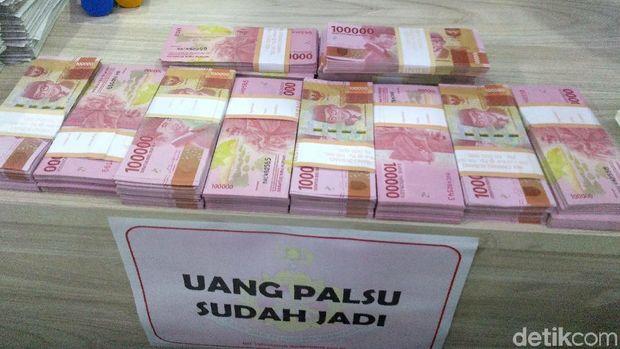 Barang bukti yang diamankan polisi dari sindikat pengedar di Karawang.