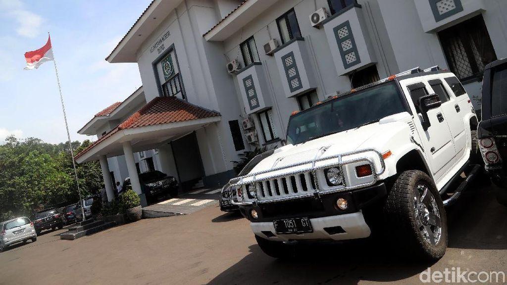 Foto: Melihat Lagi Deretan Mobil Mewah Bos First Travel