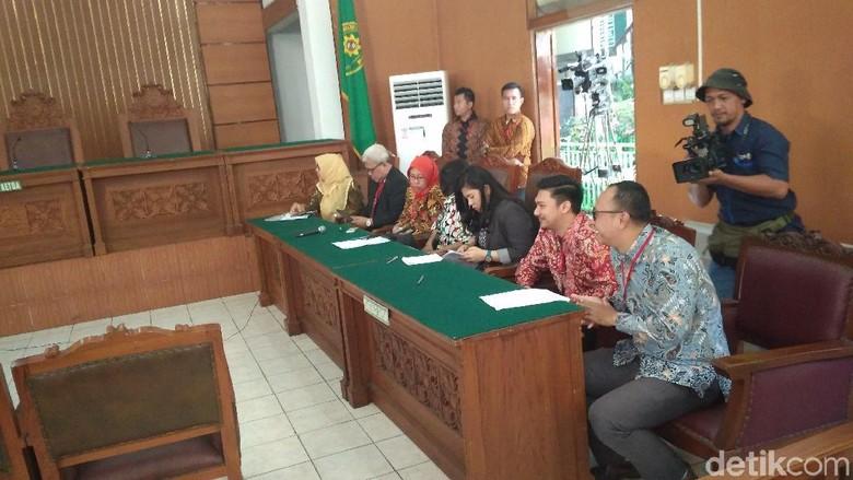Jelang Praperadilan, Pengacara Novanto dan KPK Sudah Hadir
