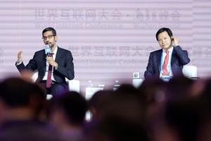 CEO Apple, CEO Google, dan CEO Xiaomi Tampil Sepanggung