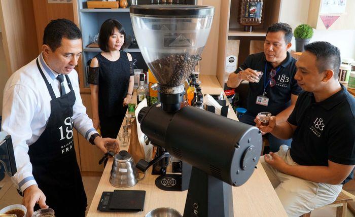 Beverage & equipment house dari PT Sukanda Djaya resmi dibuka di Bali. Bisnis ini menyediakan mesin kopi untuk kebutuhan hotel, resto dan cafe. Pool/PT Sukanda Djaya.