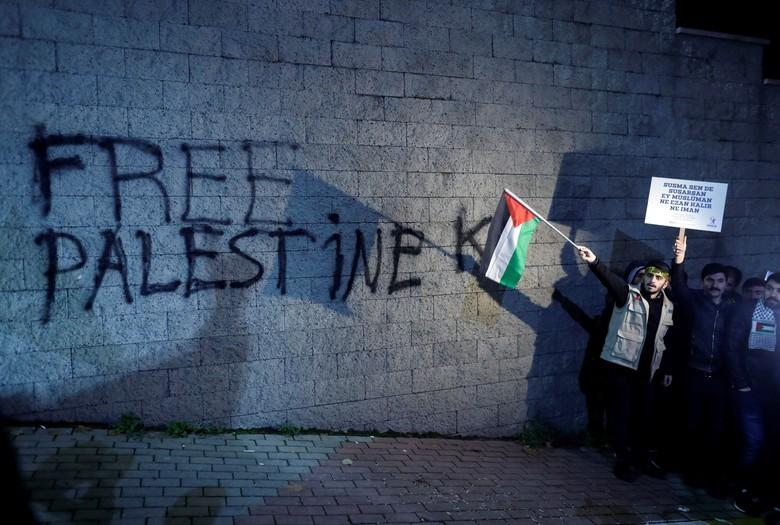 Muslim dan Nasrani Palestina Bersatu Melawan Trump