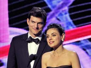 Gara-gara Nurut Istri, Ashton Kutcher Batal Liburan ke Luar Angkasa