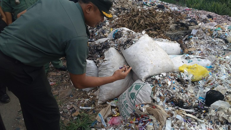 Sampah Alat Medis di Cirebon Diduga Berasal dari Pengusaha Rongsok