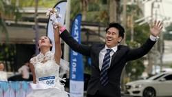 Lomba lari biasanya diikuti oleh mereka yang hobi berolahraga. Namun, ada hal unik yang terjadi di Bangkok, Thailand. Simak berikut ini.