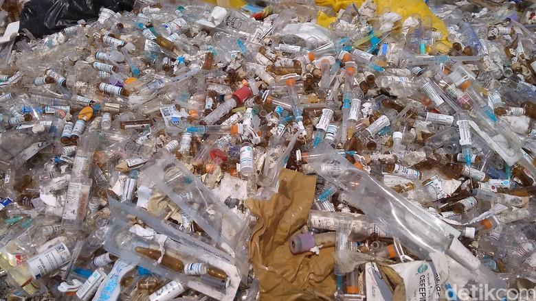 Oknum Aparat Diduga Kelola Limbah Medis di Cirebon