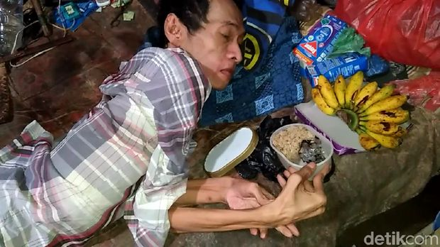 Sudah 50 Tahun Derita Lumpuh, Kasnadi di Rembang Hidup Sebatang Kara