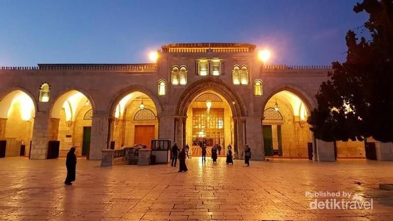 Pasukan Israel Serang Jemaah di Masjid Al-Aqsa