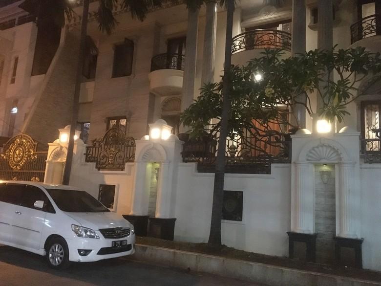 Puluhan Debt Collector Datangi Rumah Mewah di Jelambar