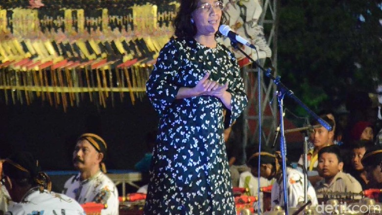 Menteri Susi Syukuran Tenggelamkan Kapal Asing di Rembang
