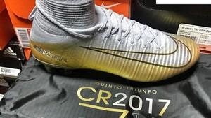 Sepatu Spesial yang Bocorkan Ronaldo Menang Ballon dOr