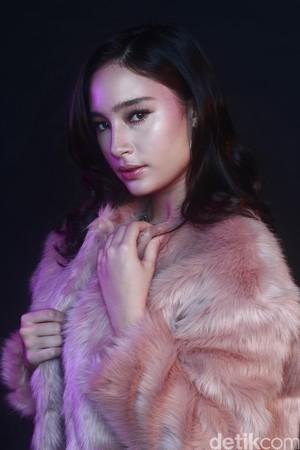 Beauty in Pink, Tatjana Saphira Celeb of The Month Bulan Ini