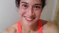 Dian Sastrowardoyo dikenal sebagai artis cantik yang rutin berolahraga. Meski penuh keringat ia tak segan-segan untuk mengunggah foto dirinya di media sosial.