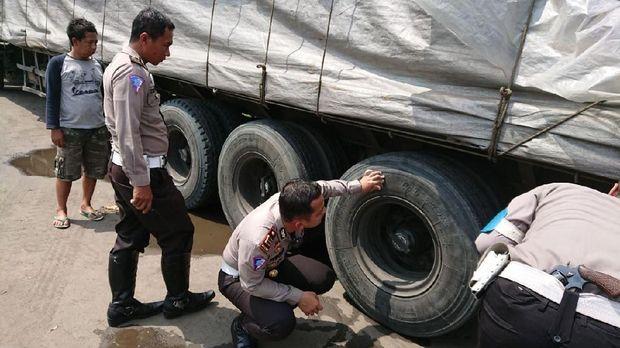 Korban tewas setelah terlindas roda belakang truk