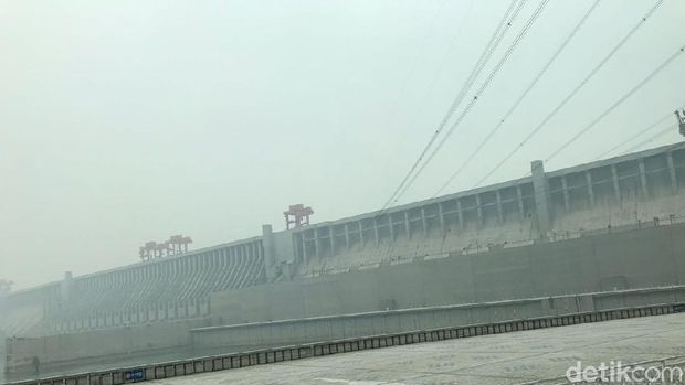 Three Gorges  Dam di China