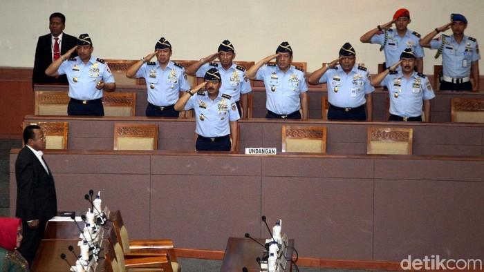 Marsekal Hadi dan jajaran TNI di DPR. (Foto: Lamhot Aritonang/detikcom).