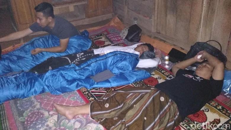 Wabup Trenggalek Ngantor di Desa, Warga Ramai-ramai Curhat