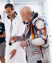 Astronaut Legendaris Buzz Aldrin Rilis Koleksi Fashion Bertema Mars