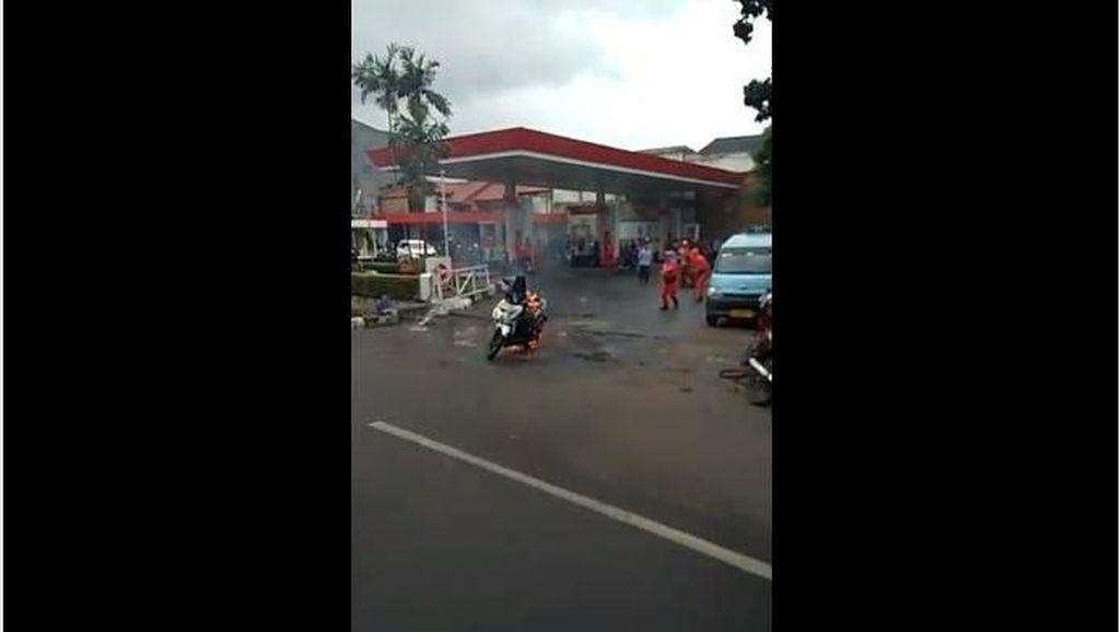 Apa Iya Motor Bisa Terbakar Gara-gara HP Disimpan di Bagasi?