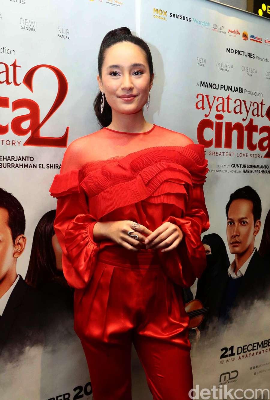 Tatjana Saphira Dazzling in Red