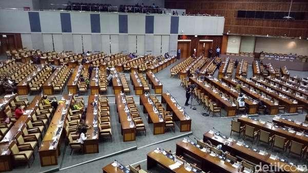 Fadli Zon Bacakan Surat Novanto Mundur dari Ketua DPR