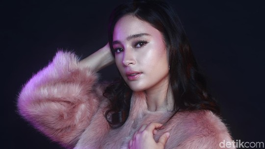 Beauty in Pink, Tatjana Saphira Celeb of The Month Bulan Ini