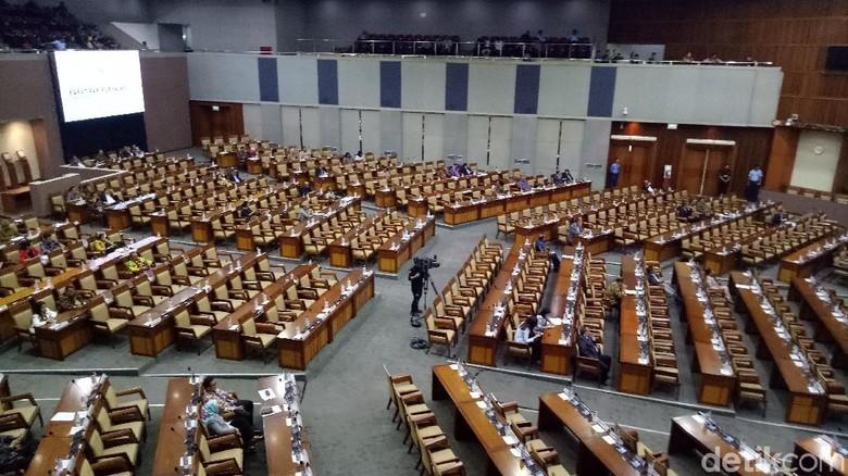 Foto: Kursi Paripurna DPR Kosong Melompong Pong Pong