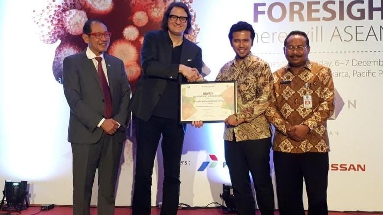Melalui Gertak, Bupati Emil Raih Penghargaan Entrepreneur Award