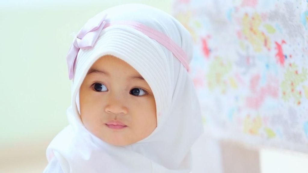 Foto: Gemas! Gaya Hijab Cucu Aa Gym yang Masih Balita