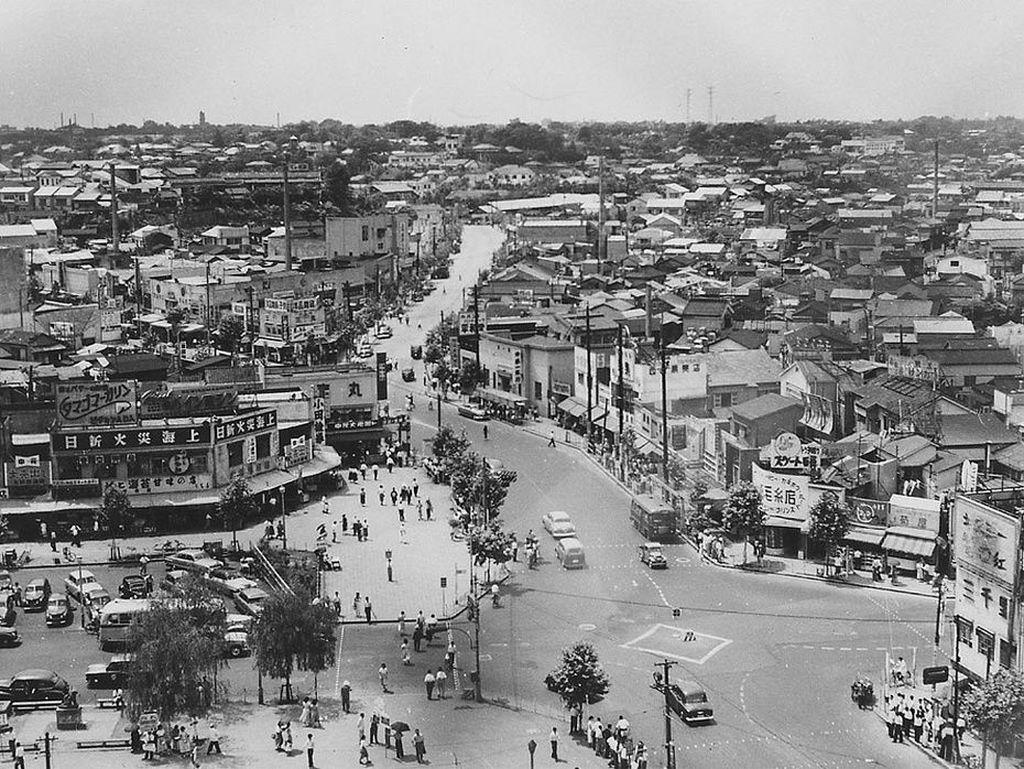 Shibuya Crossing pada tahun 1952. Foto: Vintages