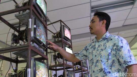 Unik Banget! Puluhan Monitor Bekas Jadi Karya Seni di BIDAF 2017