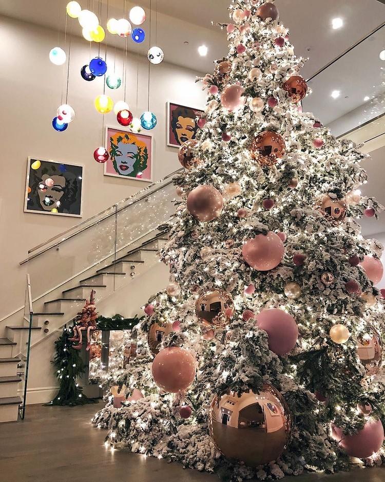 Foto: Adu Pohon Natal Selebriti Dunia, Mana Favoritmu?
