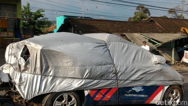 Mobil Patwal Polisi Tabrak Warung dan Rumah di Boyolali