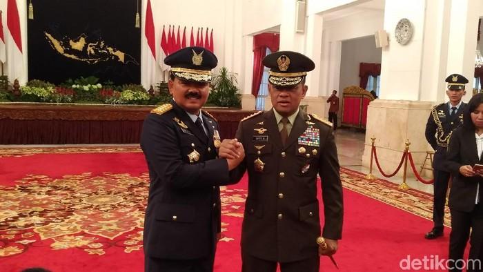 Marsekal Hadi Tjahjanto dan Jenderal Gatot Nurmantyo di Istana (Danu Damarjati/detikcom)