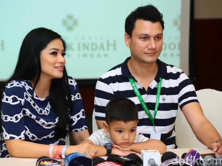 Christian Sugiono Ingin Teladan dan Disiplin dengan Selalu Antar Sekolah Anak