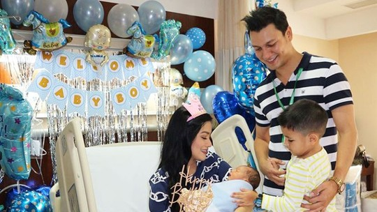 Bertambahnya Keluarga Ceria Titi Kamal dan Christian Sugiono